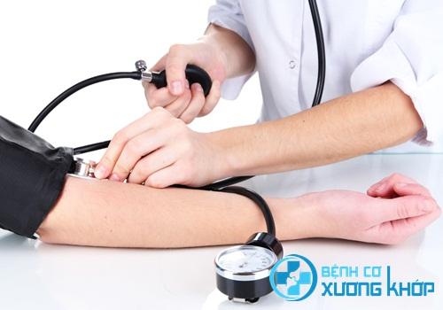 Người trưởng thành cần thường xuyên đo kiểm tra huyết áp