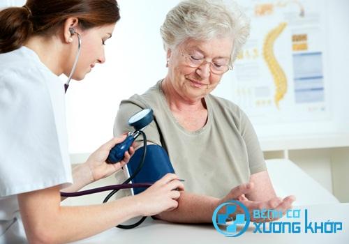 Bệnh huyết áp cao ở giai đoạn nào có thể khiến bệnh nhân bị mờ mắt