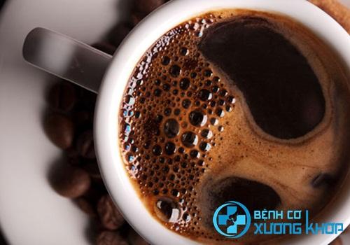 Uống cà phê không chứa caffeine để cân bằng huyết áp