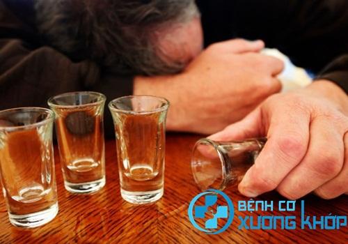 Sử dụng quá nhiều rượu, bia là yếu tố nguy cơ gây bệnh máu nhiễm mỡ