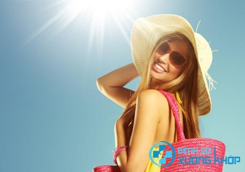 Tăng cường tắm nắng để bổ sung vitamin D cho cơ thể