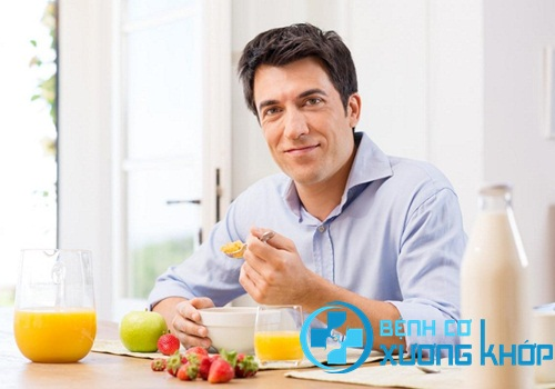 Bệnh nhân đau dạ dày nên ăn chậm nhai kỹ
