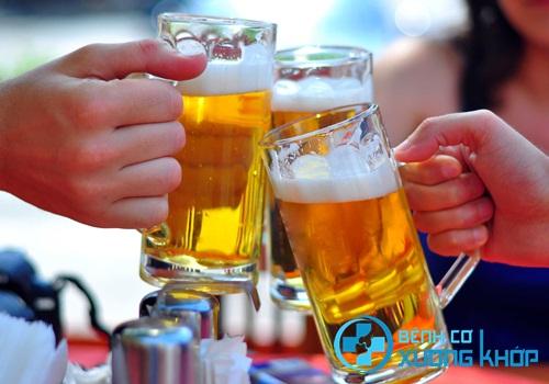 Rượu bia và các chất kích thích cũng khiến bạn dễ bị tăng huyết áp hơn