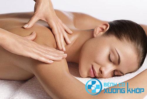 Xoa bóp bấm huyệt là biện pháp tốt để giảm đau vai gáy