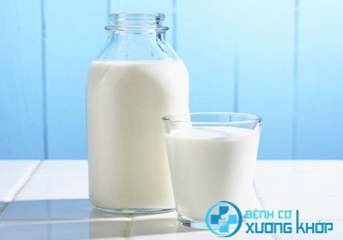 Sữa nguyên chất cung cấp quá nhiều chất béo cho bệnh nhân