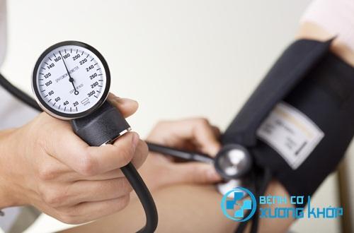Chuyên gia khuyến cáo người bệnh huyết áp cao nên làm gì?