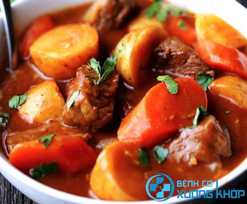 Món ăn tốt cho người bị thoát vị đĩa đệm - Thịt dê hầm cà rốt