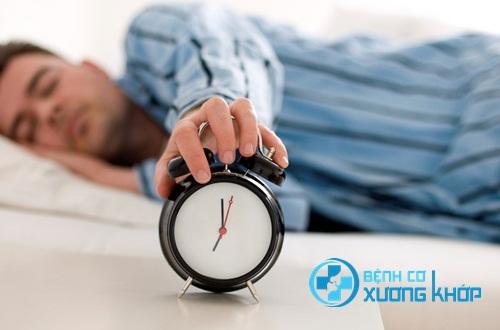 Bác sĩ chuyên bệnh thần kinh khuyến cáo tắt báo thức ngủ tiếp rất nguy hiểm