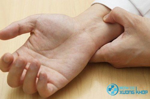 Chữa tiểu ra máu bằng phương pháp bấm huyệt