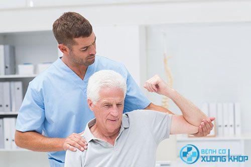 Nguy hiểm nếu điều trị thoái hóa khớp vai không đúng cách