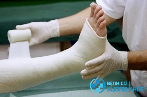 Nguy hiểm: Phải cưa chân vì đắp thuốc trị bệnh cơ xương khớp sai cách