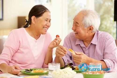 Chế độ ăn uống cho người già cân đối trong dịp Tết