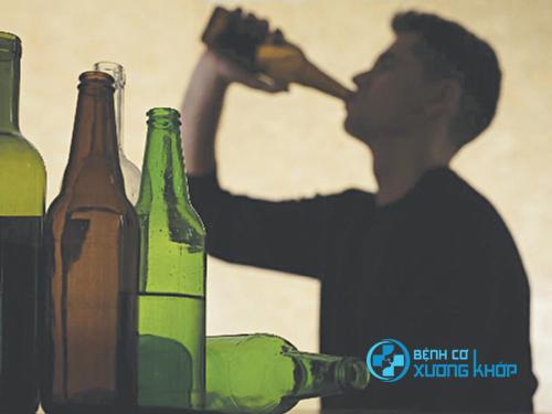 Việc làm dụng rượu bia cũng được đánh giá là không tốt cho vấn đề chăn gối và sức khỏe tình dục