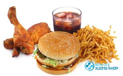 Đồ ăn nhanh luôn là một trong những nguyên nhân gây nên bệnh tim mạch