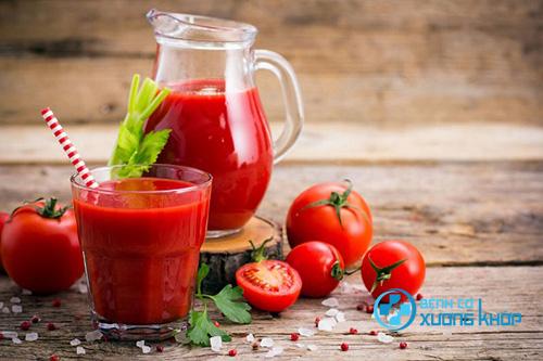 Nước ép cà chua rất tốt cho bệnh nhân mắc bệnh đau lưng