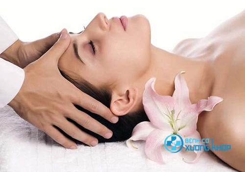 Phương pháp xoa bóp bấm huyệt điều trị bệnh mất ngủ đang được nhiều người quan tâm