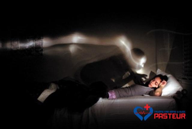 Phương pháp giúp bạn nhanh chóng thoát khỏi tình trạng bóng đè khi ngủ